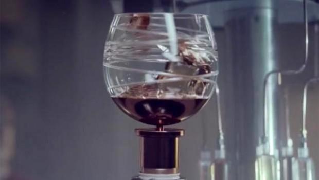 Ballantine's creó SpaceGlass, un vaso para beber whisky en el espacio