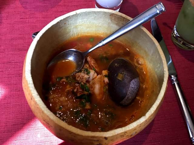 Los Dones comida mexicana caldo de piedra levantamuertos